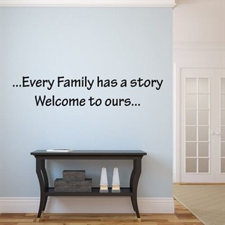 Every family has a story - Wallsticker med fin, tankevekkende tekst