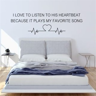 "Wallsticker med teksten ""Listen to his heartbeat"""