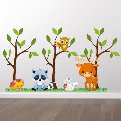 tre med skogsdyr - wallsticker til barna